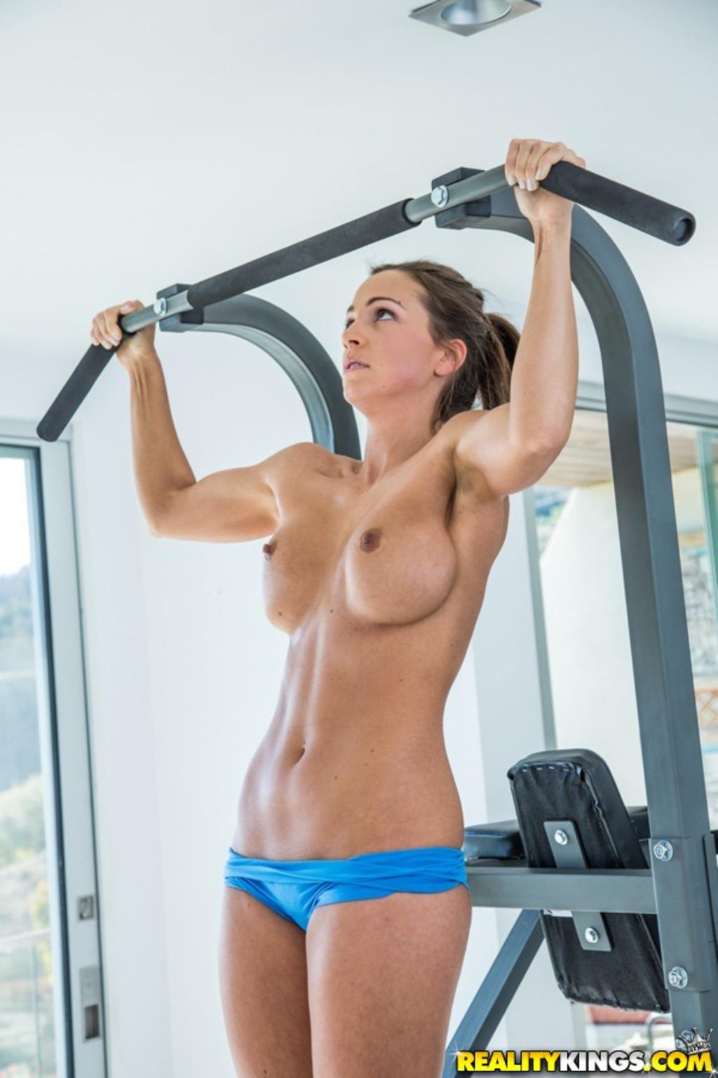 Красивые голые спортивные девушки фото