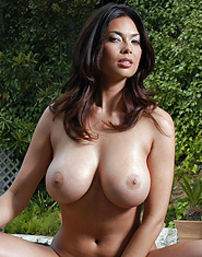 Tera Patrick With Big Bosoms