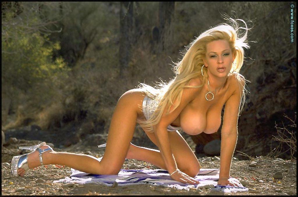 Laura Selway Naked In The Desert Sultry Foxes